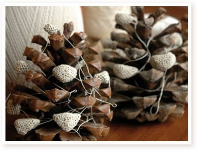 crocheted pinecones via calico & co